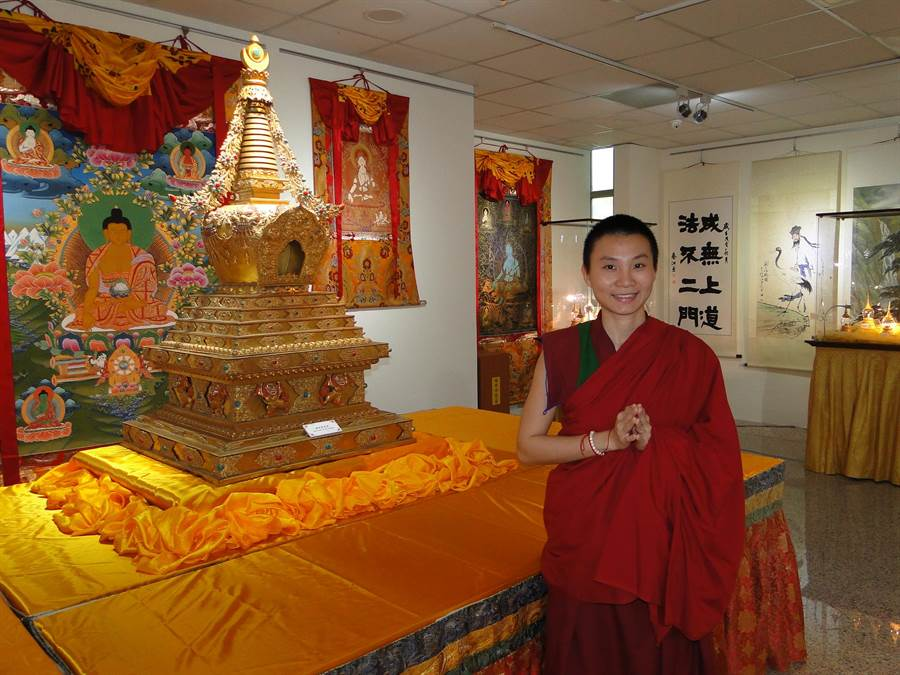 中華國際嘎檔巴佛教總會修行者普賢師聲稱,開幕茶會當天,將迎奉佛陀骨舍利進寶塔。(范振和攝)