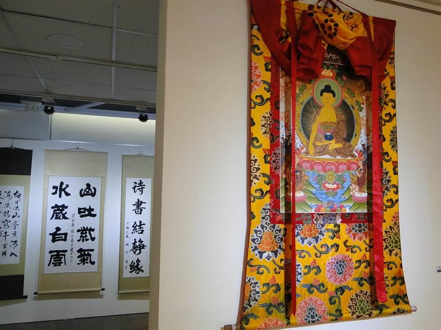 「佛陀與諸大弟子舍利文化與藝術世界大展」,大型唐卡藝術及名家書畫作品,也是吸睛亮點之一。(范振和攝)
