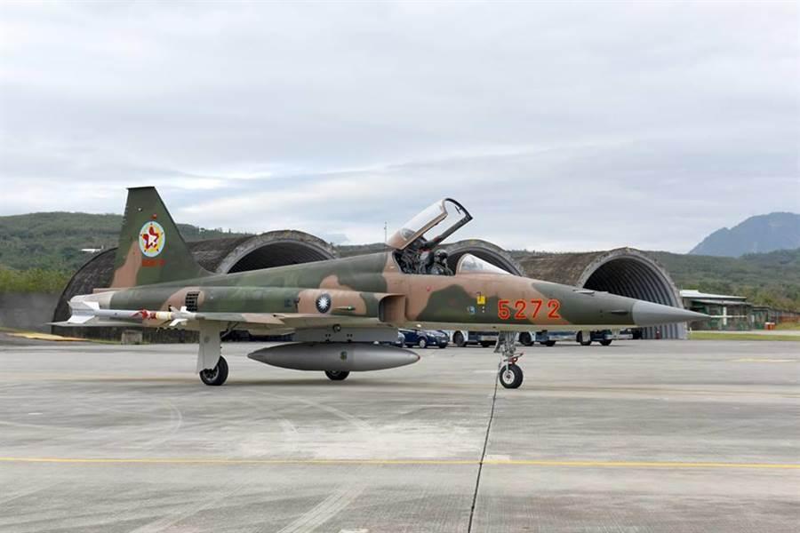 空軍第7聯隊2018年1月31日進行F-5E/F型戰機換裝訓練。(取自空軍司令部臉書專頁)