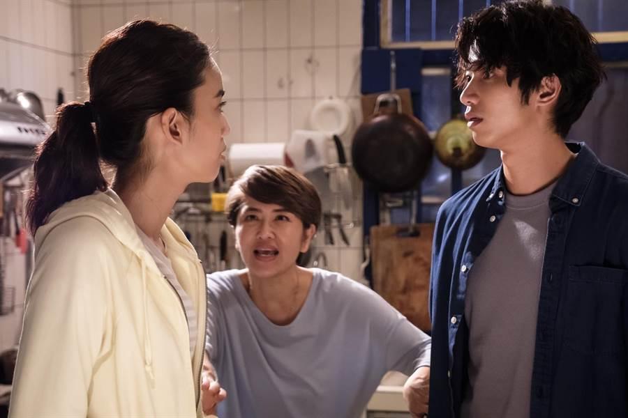 劉以豪與陳庭妮相識多年,導演一喊卡兩人立刻開始打鬧。歐銻銻娛樂提供