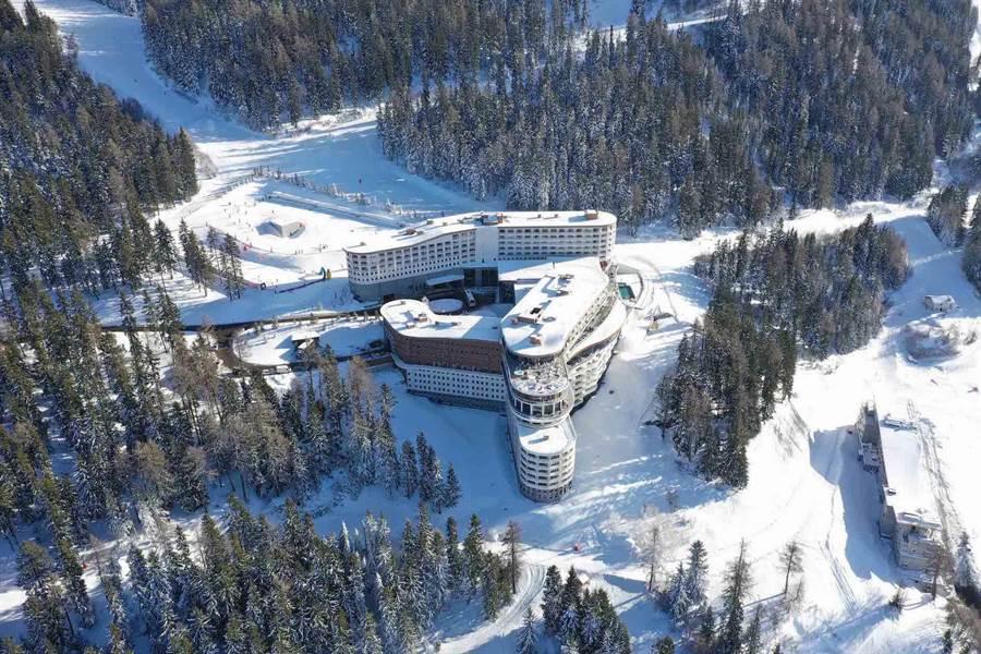 Club Med在阿爾卑斯山上打造的第16座滑雪度假村「萊薩爾克度假村」於2018年12月盛大開幕。(Club Med提供)