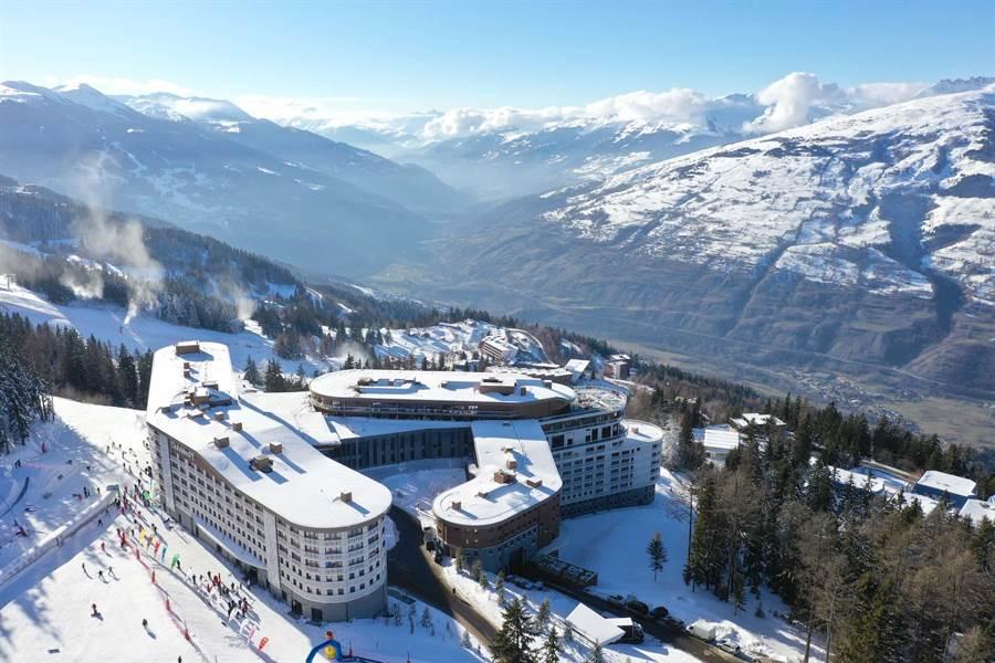 「萊薩爾克度假村」距離瑞士日內瓦機場僅有2.5小時車程,地處海拔1750公尺。(Club Med提供)