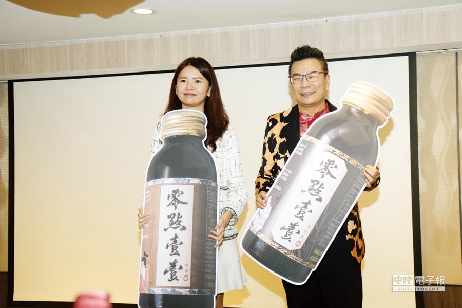 零點壹壹生技董事長林芳綺(左)、代言明星沈玉琳(右)活力出席新春產品發表記者會。圖/張秉鳳
