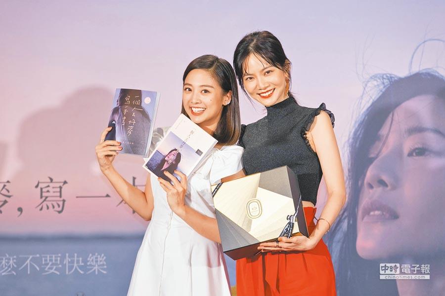 曾之喬(右)昨出新書,好友吳映潔到場站台,記者會上有笑有淚。