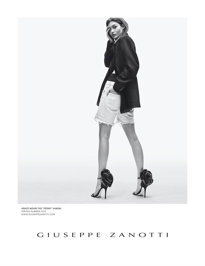 Giuseppe Zanotti 2019春夏大片,由美國名模Grace Elizabeth擔任主角,圖中她穿著的正是品牌全新的Peony系列高跟鞋款。(GZ提供)