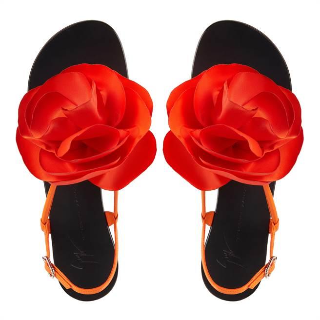 Giuseppe Zanotti春夏系列以「每日紅毯」為主題,其中Peony系列更將代表女性牡丹,妝點於涼鞋、手拿包等各式單品上。(GZ提供)