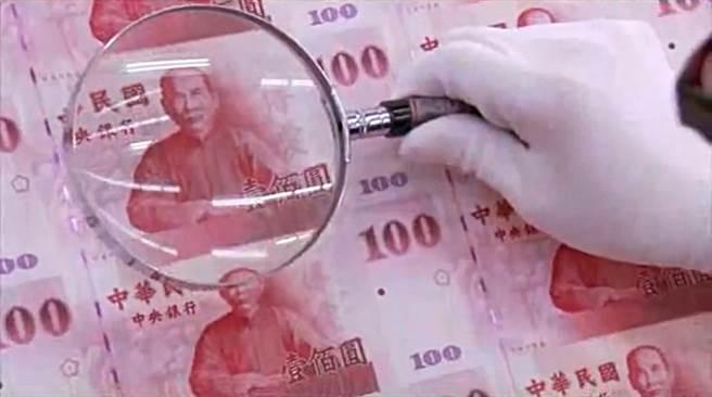 總統蔡英文要求研擬「經濟紅利」給弱勢民眾方案,初估紅利約新台幣400億元。(圖/資料照片)