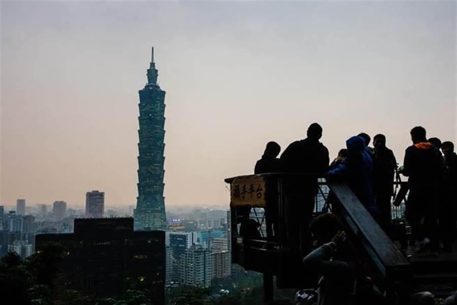 愛台香港男喊想移民台灣,網友勸「不要」掀論戰。照片人與本新聞無關。(中時資料照)