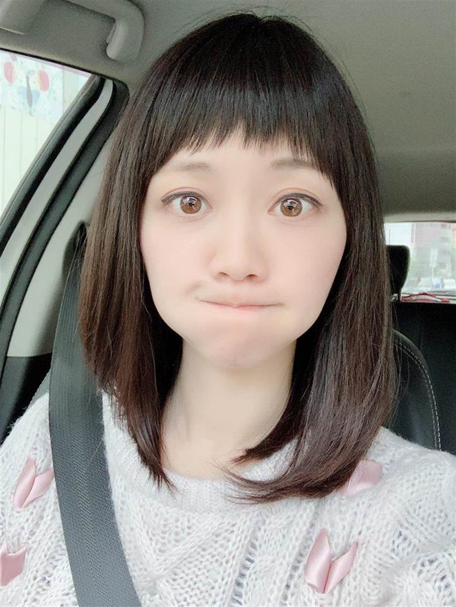 繼一直維持招牌的公主頭造型之後,高嘉瑜在臉書曬出呆萌新髮型讓網友忍不住驚呼「妳18歲?」(圖/翻攝自高嘉瑜臉書)