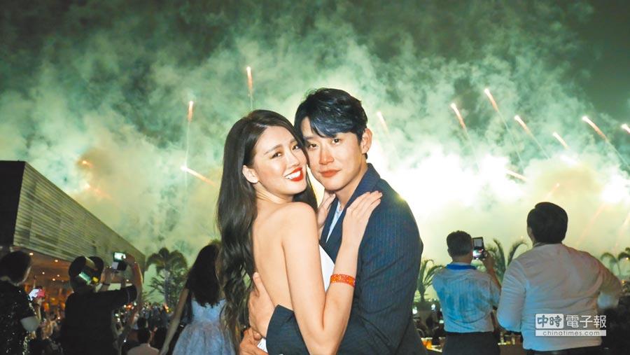 陳乃榮(右)和賴琳恩日前到菲律賓跨年,同時慶祝結婚2周年。