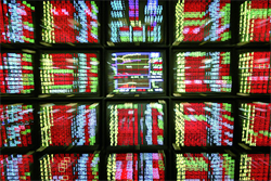 貿易戰趨緩+美股強彈 台股早盤大漲逾百點收復9500