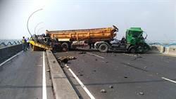 高屏大橋砂石車撞工程車  3人輕重傷 南下車道斷線