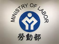外籍家庭看護工平均月薪1.9萬 每日工時逾10小時
