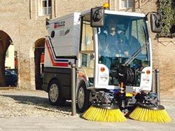 鴻康 引進義大利DULEVO掃街車