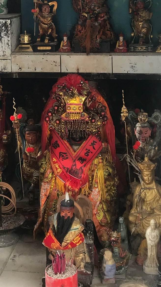 鳳鳴福德宮媽祖像遭竊1天後旋被警方尋回,重新安座在廟中。(陳俊雄翻攝)
