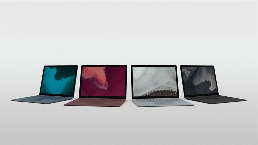 全新Surface Laptop 2共有白金、酒紅、鈷藍和全新墨黑色等四色可供選擇。(圖/微軟提供)