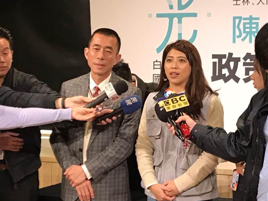 陳思宇(圖右)將公布競選歌曲,「學姊」黃瀞瑩及曾替柯文哲造勢演出的歌手白芯羽將一同合唱。(李依璇攝)