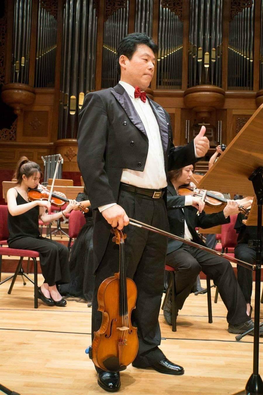 北市交中提琴首席何君恆自製「中提琴頻道」,希望透過影片推廣中提琴音樂。(何君恆提供)