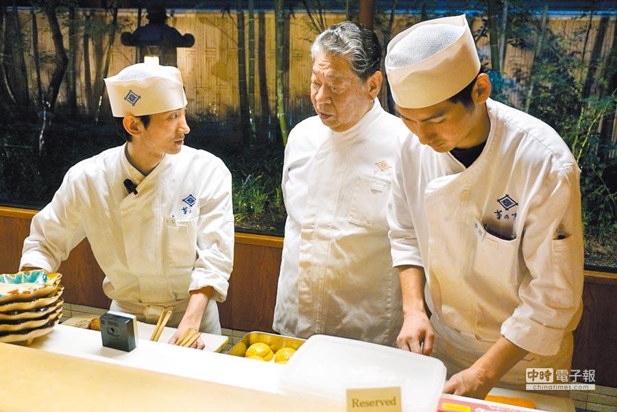 村田吉弘每個月必定坐鎮「菊乃井」料亭東京赤坂分店,親自指導廚師徒弟們。(黃菁菁攝)