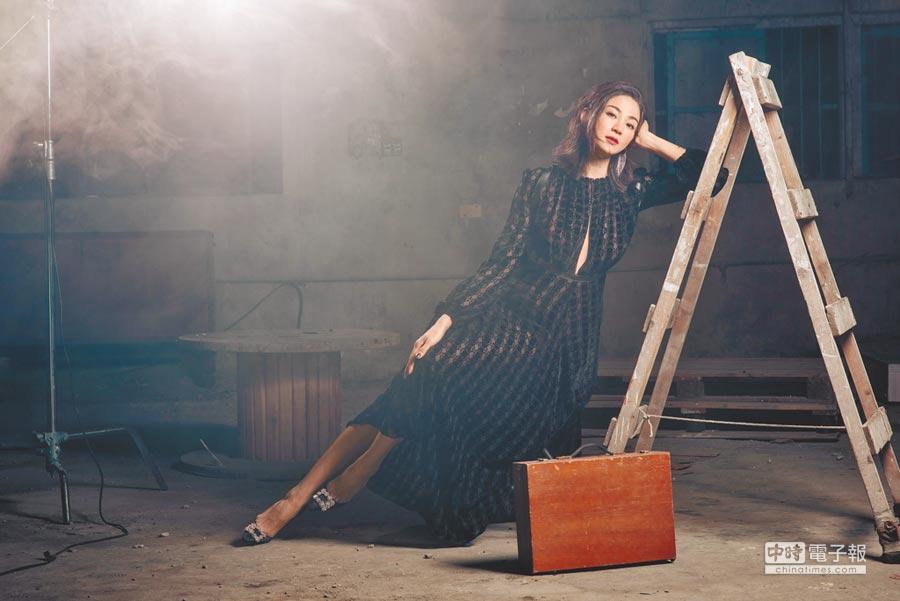 洪小鈴加入新公司,日前拍攝風格年曆。