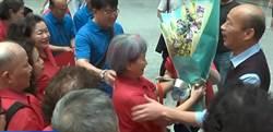 人進來高雄發大財!觀光客組團到市府找韓國瑜合照