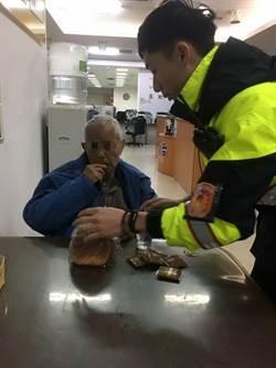 87歲老翁走失台中7期商圈 暖警護送返家