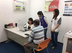 朴子市長媒合助聽器公司免費提供10副助聽器給需要長輩