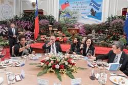 蔡英文:盼諾魯航空延伸航點來台灣