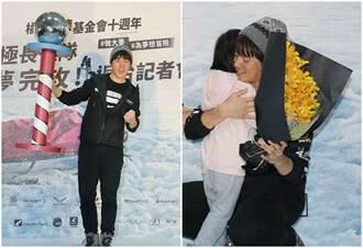 宥勝從南極探險回來了!第一件事先用力擁抱他們