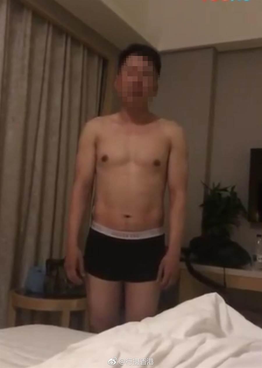 管男拍下承認偷吃的影片,事後卻表示是在妻子無理取鬧下才配合拍攝。(翻攝自微博)