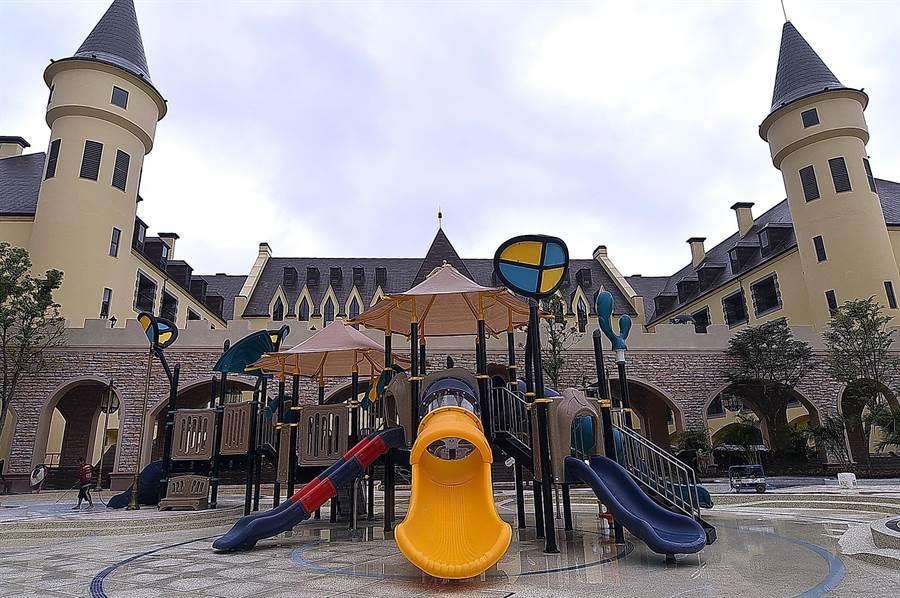 佔地2萬坪的瑞穗春天國際觀光酒店,為天成飯店集團全新打造的歐風城堡溫泉度假小鎮,館內規畫有水樂園。(圖/姚舜)