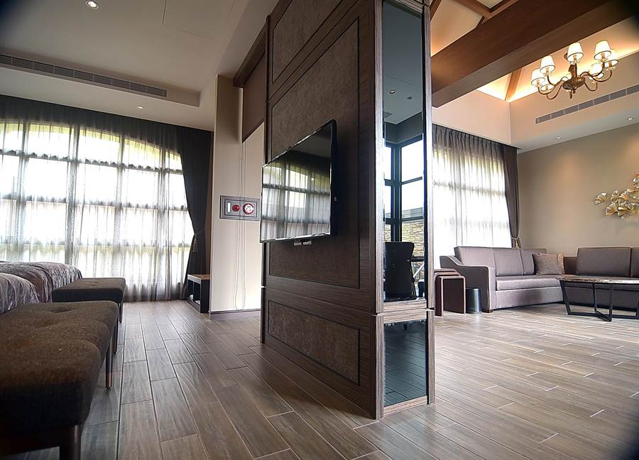 瑞穗春天國際觀光酒店Villa房,不是大,而是「很大」。(圖/姚舜)