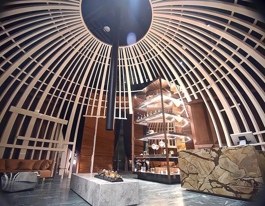 瑞穗春天國際觀光酒店的牛排館裝潢設計很大器且時尚。(圖/姚舜)