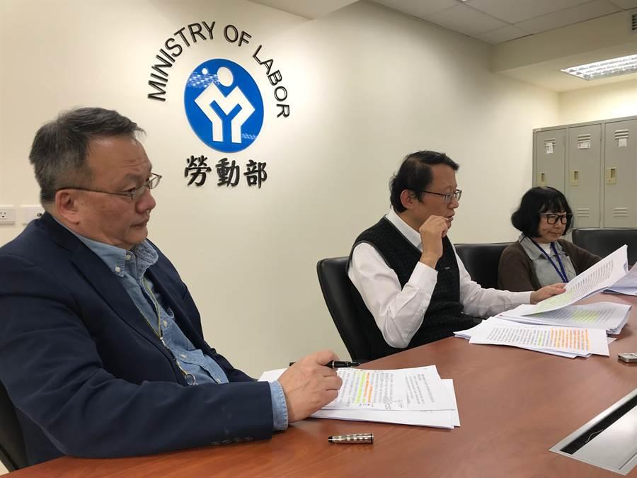 勞動部勞動關係司長王厚偉(中)指出,去年不當勞動比率65.9%,開罰317萬元。(王思慧麝)