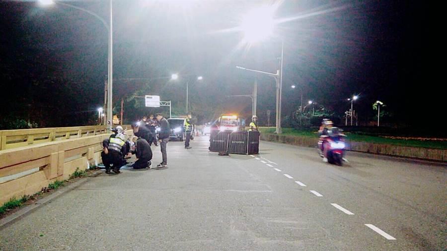 北市自強隧道晚間發生死亡車禍,女騎士遭校車輾斃。(胡欣男翻攝)