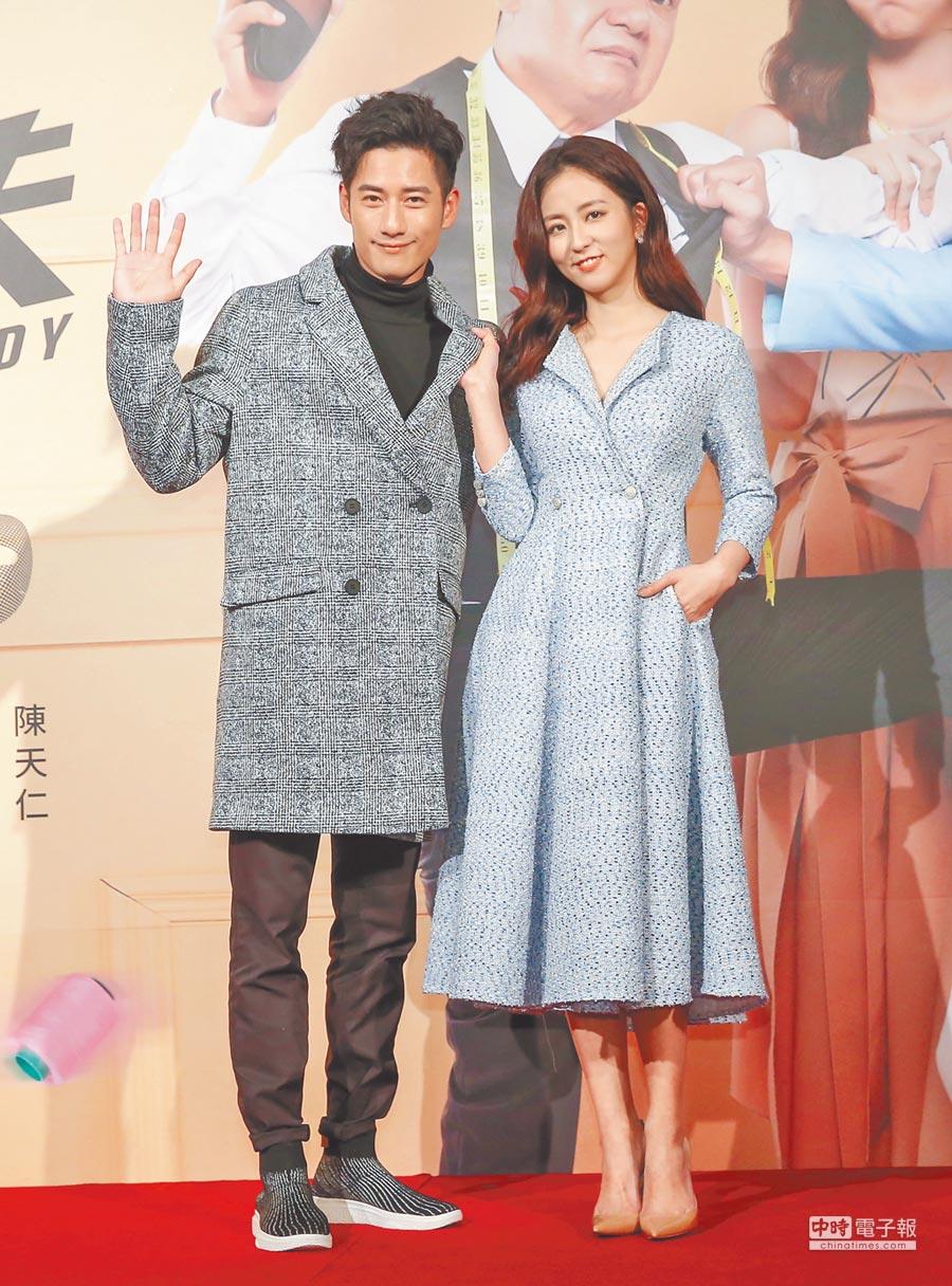 周孝安(左)、周曉涵在《必勝大丈夫》飾演情侶,也承認18年前交往過。(盧禕祺攝)