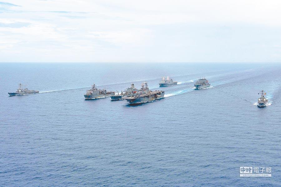 美軍艦隊在南海巡航。(取自美國海軍官網)