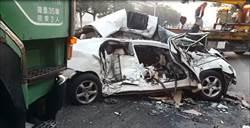 小客車失速逆向撞聯結車 1重傷1命危