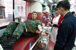 陳寶餘上將帶頭  軍方響應捐血
