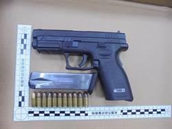 男子見巡邏警恐慌引疑 起出克羅地亞製手槍