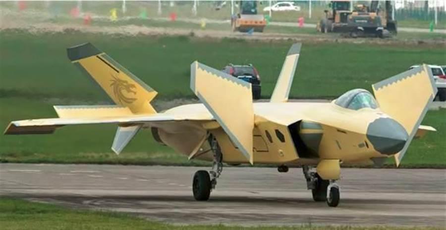 中國空軍殲-20戰機的新型原型機。(網路)