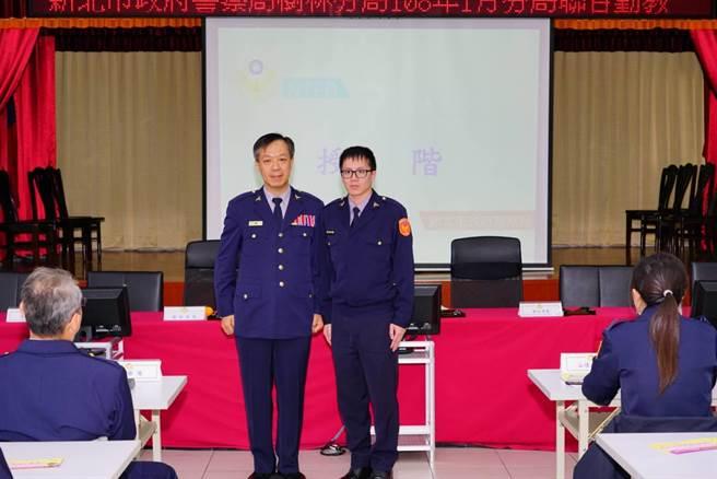 樹林分局舉辦105年特考班、第35期初任警察官授階儀式。(許哲瑗翻攝)