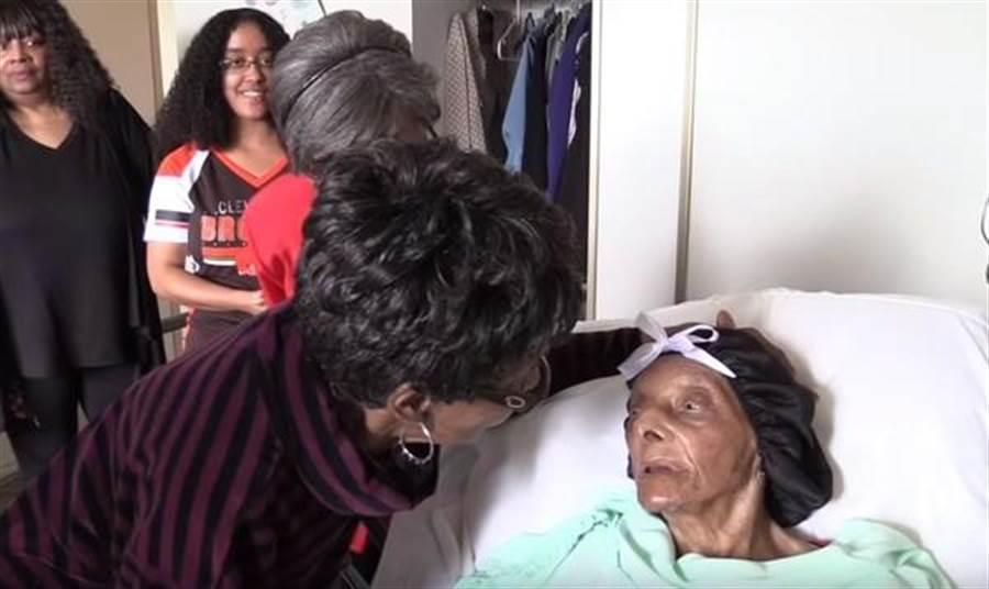 美國最老人瑞布朗(Lessie Brown)8日在俄亥俄州的家中辭世。(圖/翻攝自YouTube)