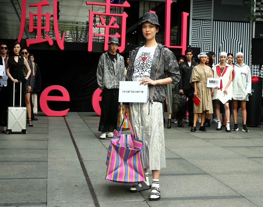 伊林娛樂王思偉展示米蘭複合式精品店10CorsoComo潮流新裝。(粘耿豪攝)