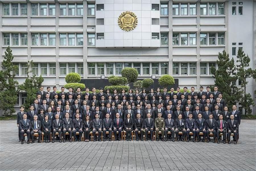 總統蔡英文出席「法務部調查局第55期調查班結業典禮」。(總統府提供)