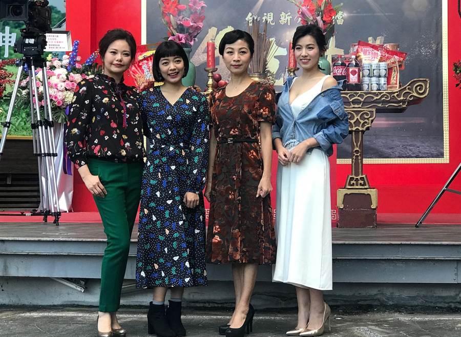 米可白(右起)、方文琳、林雨宣、林嘉俐《生生世世》演助產士。(林淑娟攝)