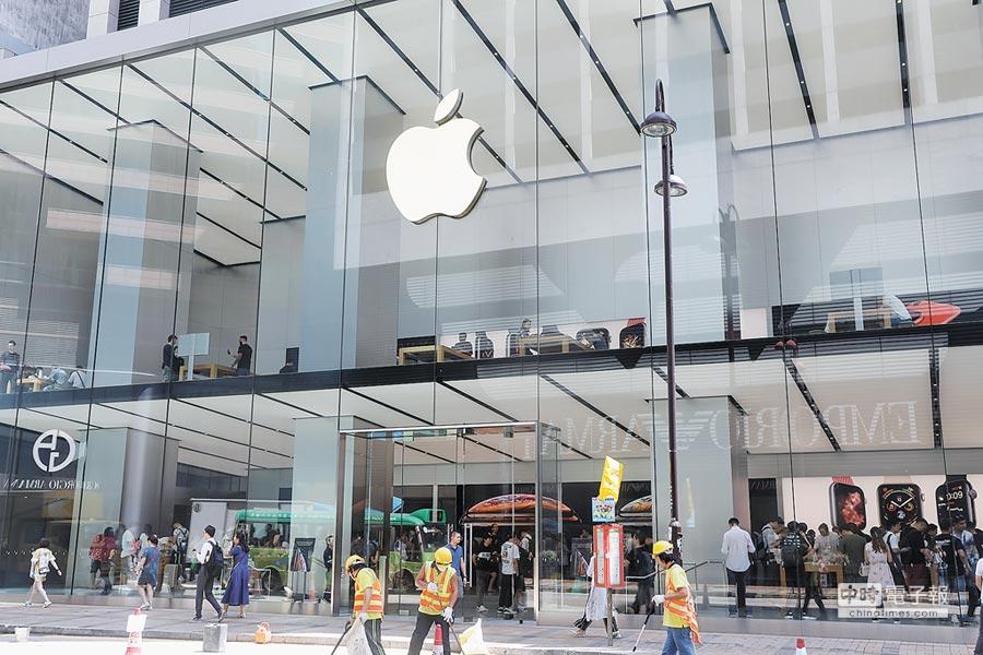 2018年9月21日,蘋果正式銷售iphone xs max及iphone xs,香港尖沙咀apple store外未見人龍。(中新社)