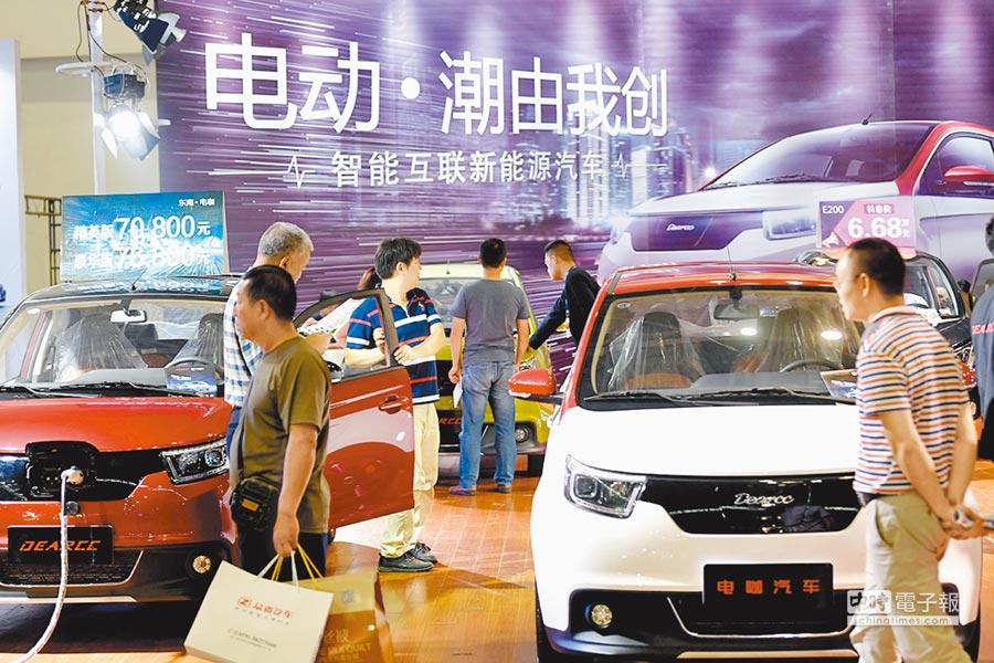 新能源車型亮相福州國際車展,受到民眾關注。(中新社資料照片)