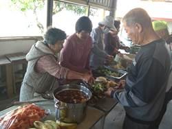後壁頂長社區共餐  90歲阿嬤當志工