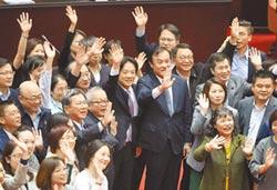 總預算通過三讀 賴內閣11日總辭